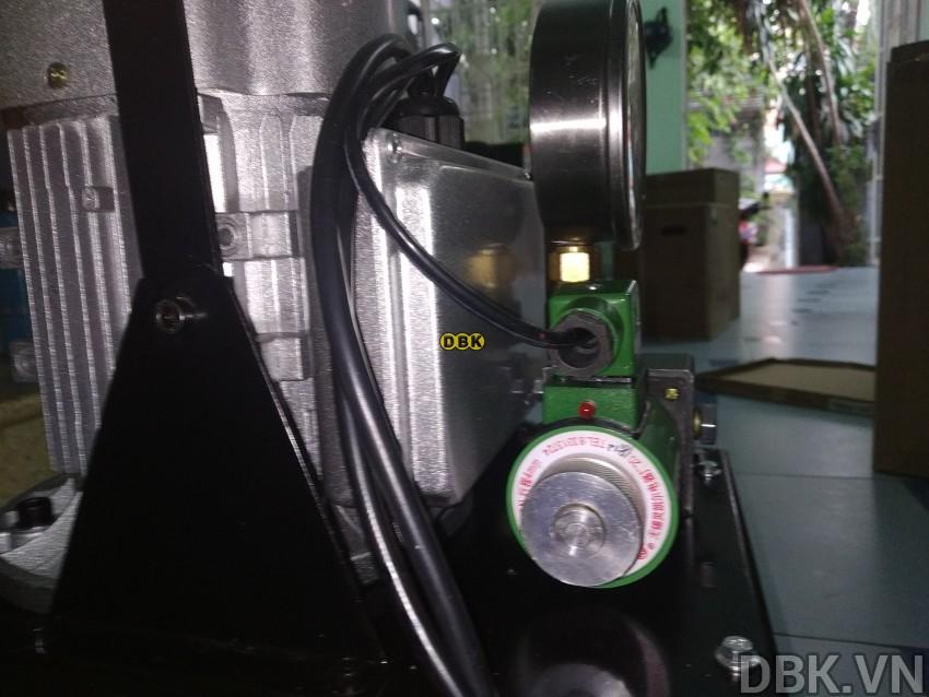 bom-dien-thuy-luc-8-lit-dau-tlp-hhb-630e-1.jpg
