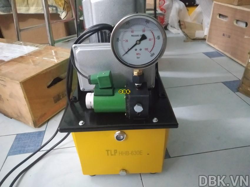 bom-dien-thuy-luc-8-lit-dau-tlp-hhb-630e-2.jpg