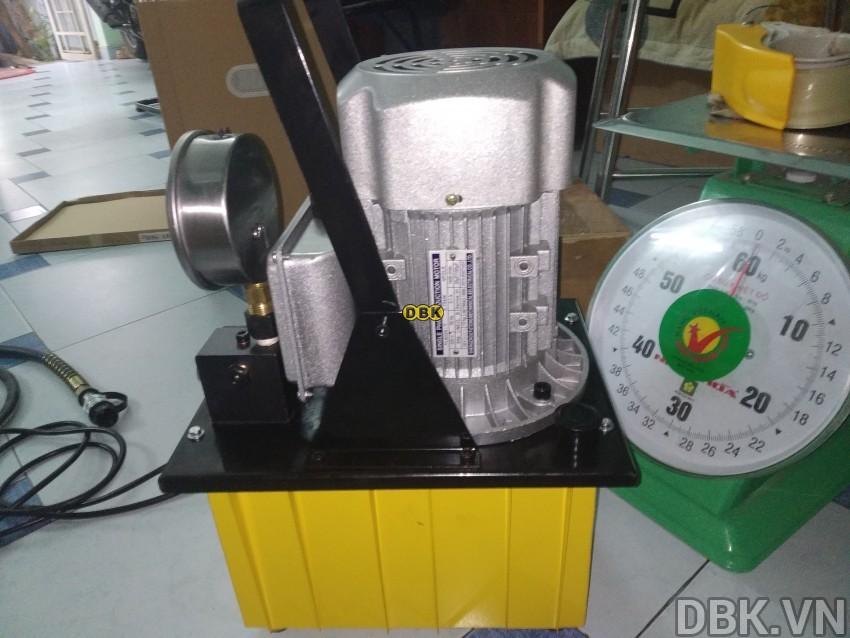 bom-dien-thuy-luc-8-lit-dau-tlp-hhb-630e-6.jpg
