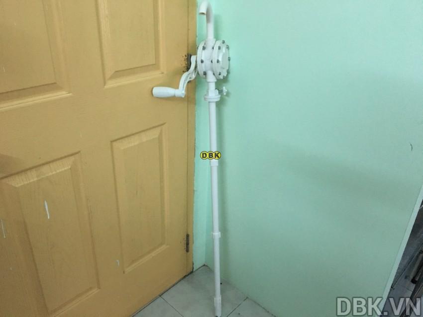 bom-quay-tay-hoa-chat-bang-nhua-pp-dbk-lg-1015c-10.jpeg