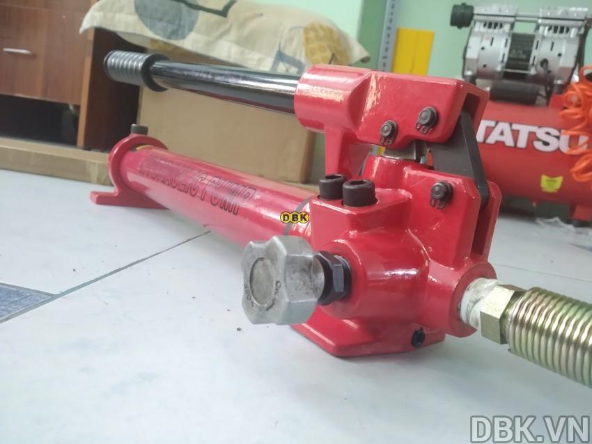 bom-tay-thuy-luc-1-chieu-0-35-lit-dau-tlp-hhb-700c-.jpg