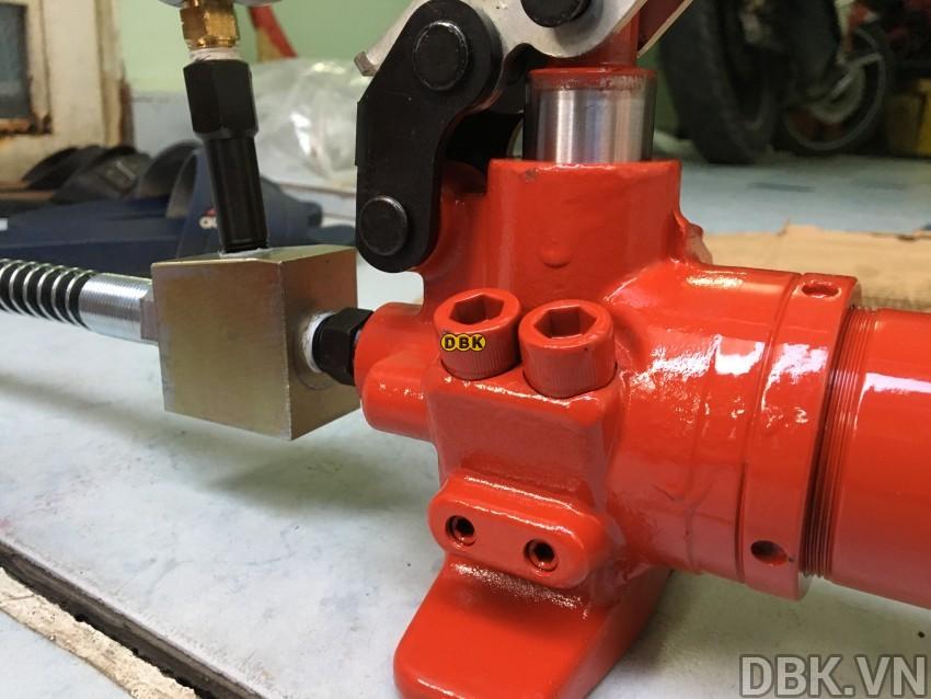 Bơm tay thủy lực 1 lít TONNERS DP-1B