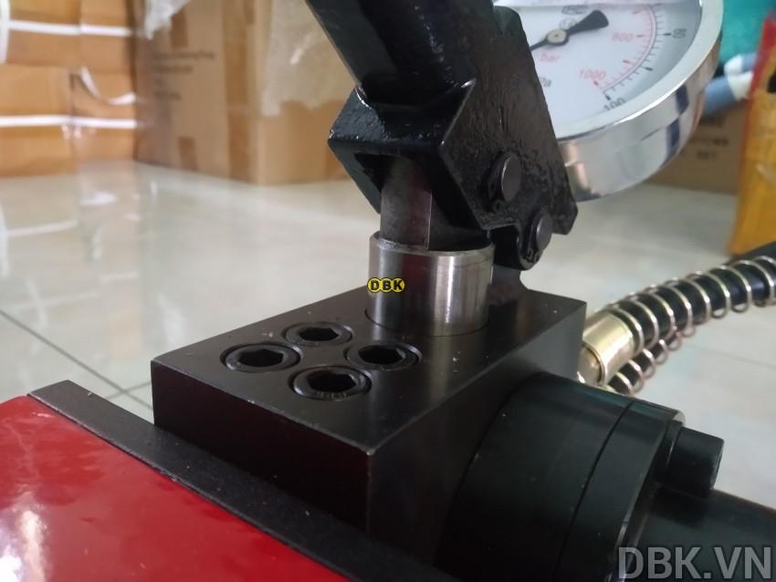 bom-tay-thuy-luc-2-chieu-3-lit-dau-tlp-hhb-700s-5.jpg