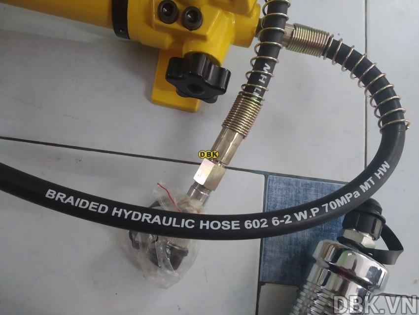 cao-thuy-luc-bom-roi-10-tan-do-mo-max-250-mm-tlp-hhl-10f-with-hand-pump-hhb-700-4.jpg